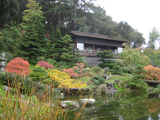 """Hakone Moonviewing House"""