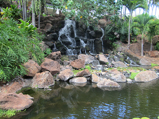 Manele Bay, waterfall