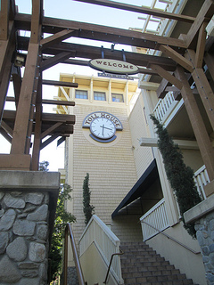 Toll House hotel, clock tower
