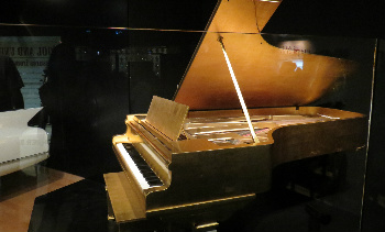 Elvis's gold piano