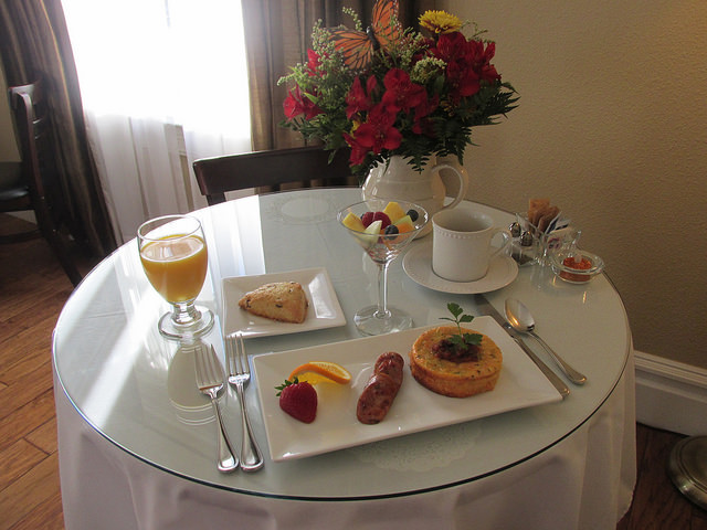 gourmet breakfast, chili cheese puff, sausage, bed & breakfast, arbor guest house, napa, california