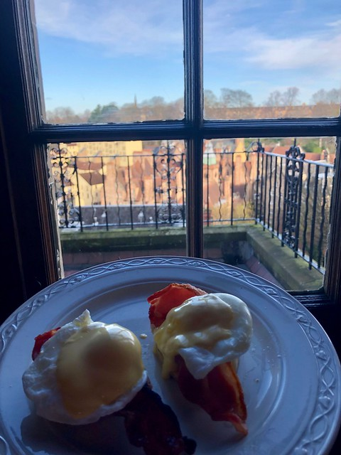 eggs benedict, breakfast, b & b edinburgh city center, ham & eggs