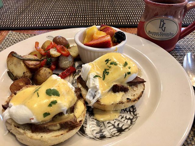 eggs benedict, brewery gulch inn breakfast, mendocino, california bed & breakfast