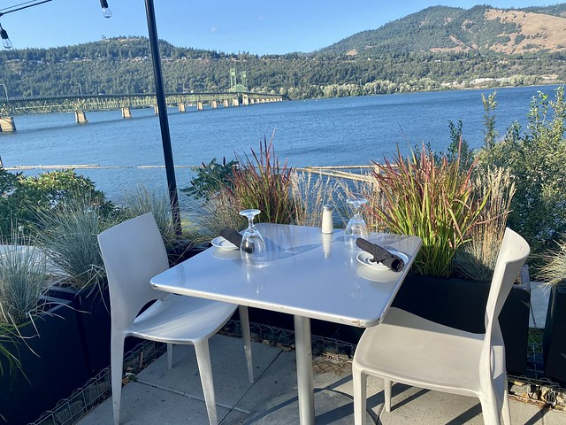 Outdoor dining with Columbia River views at Best Western Hood River Hotel