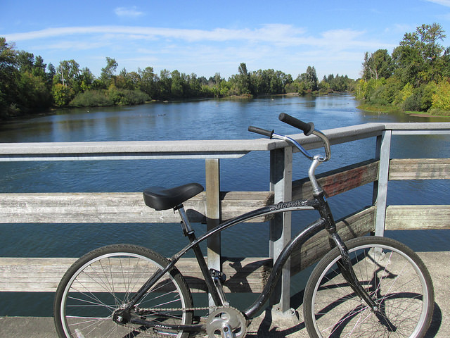 bicycle, willamette river, eugene, oregon