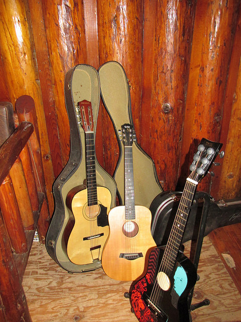 guitar, black bar lodge, rogue river, southern oregon