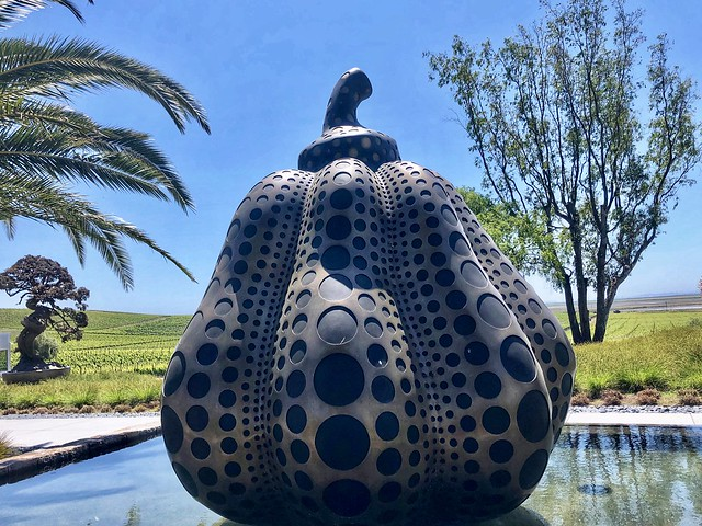 pumpkin sculpture, artist yayoi kusama, donum estate sculpture park sonoma california