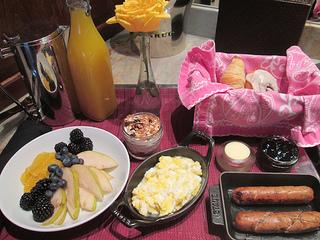 Dos Brisas, breakfast