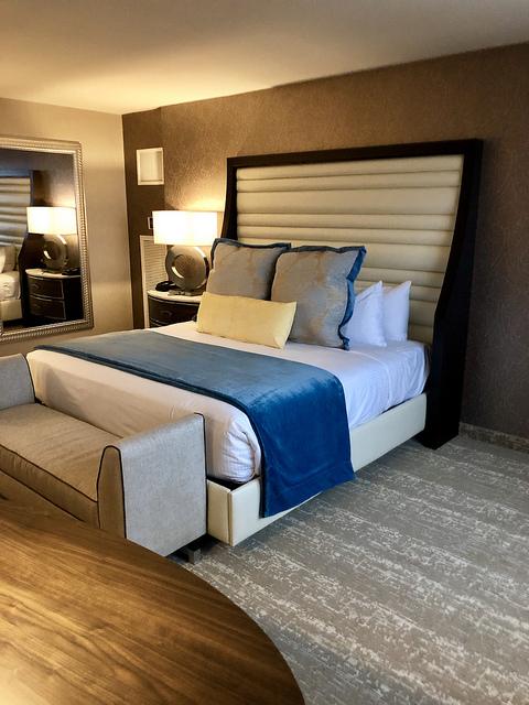 directors suite, stay and play at grand sierra resort, reno nevada casino hotel room, reno hotel room