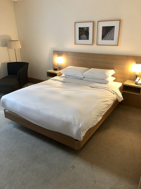 hilton london gatwick hotel review, gatwick airport hotel room, england, united kingdom hotel