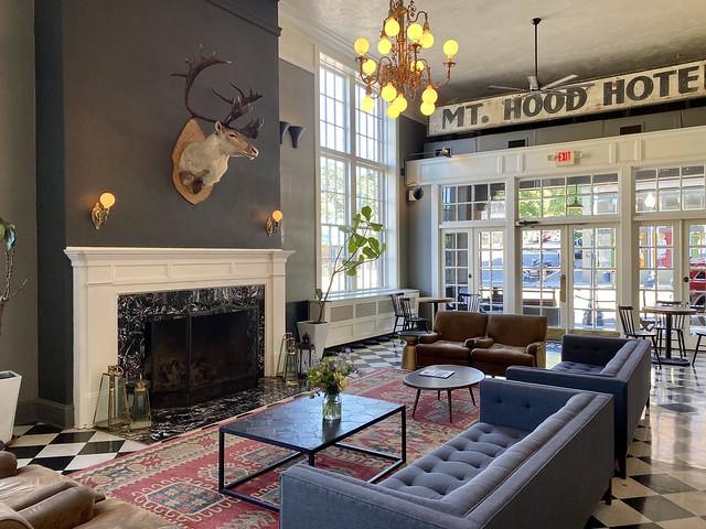 Historic Hood River Hotel lobby