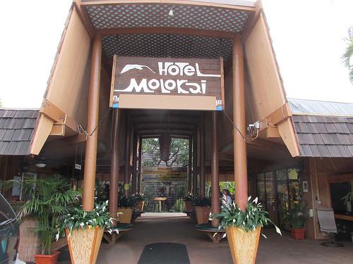 """""""Hotel Molokai"""""""