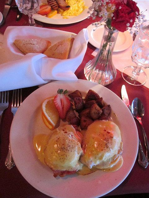 eggs benedict, breakfast, jacksonville inn, jacksonville, oregon