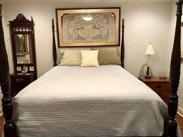 queen bed, vacation rental, kings quarters, airbnb, oxford, mississippi