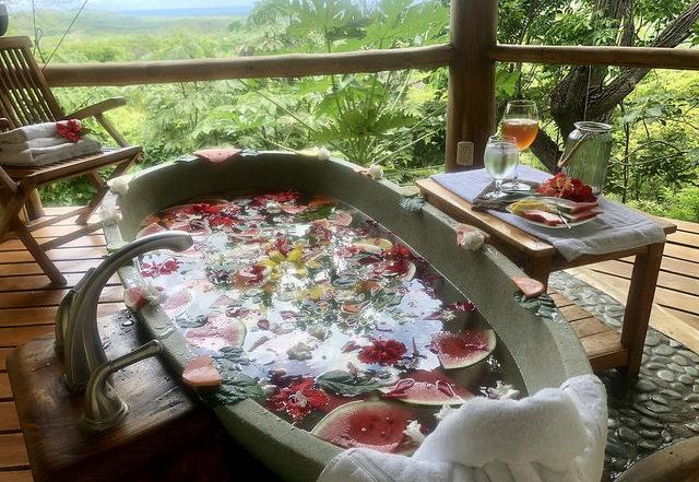 los altos de eros spa, tamarindo spa, indonesian soaking tub, balinese soaking tub, spa treatment
