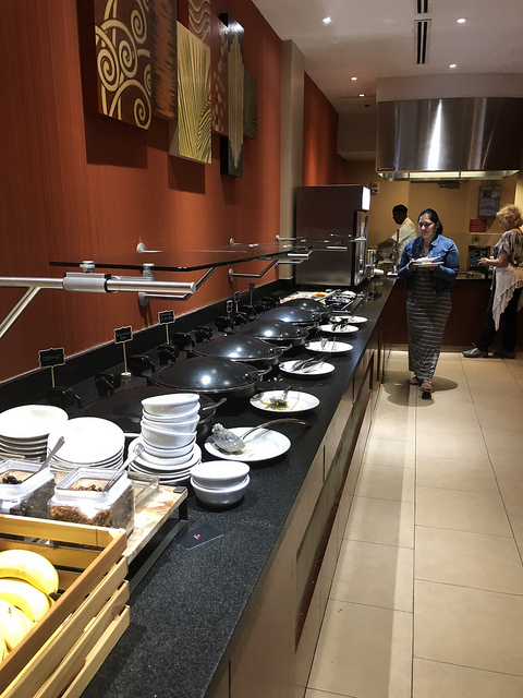 cane fire grille breakfast buffet, miami airport marriott hotel, miami florida airport hotel