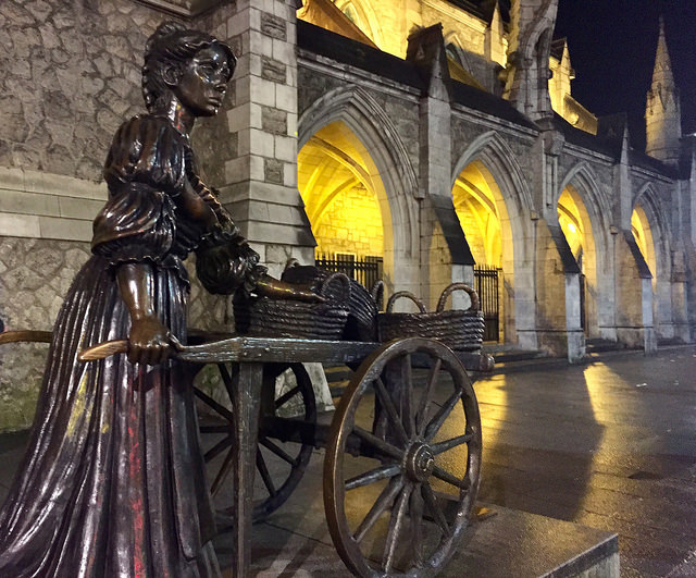 molly malone, fishmonger, jean rynhart statue, tart with the cart, dublin, ireland