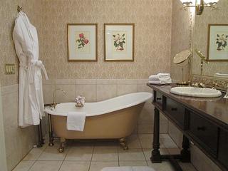 Napa River Inn bathroom