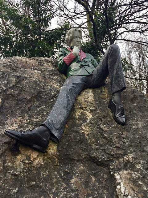 oscar wilde, oscar wilde memorial statue, merrion square, dublin, ireland