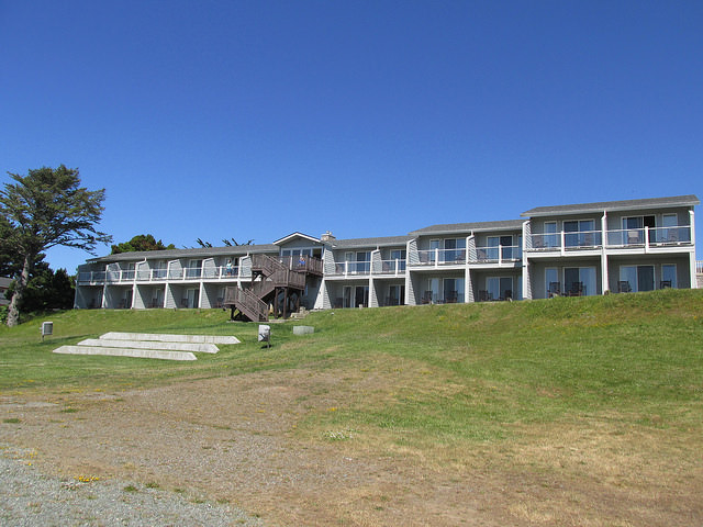pacific reef hotel, ocean view rooms, hotel balcony, hotel patio, gold beach, oregon