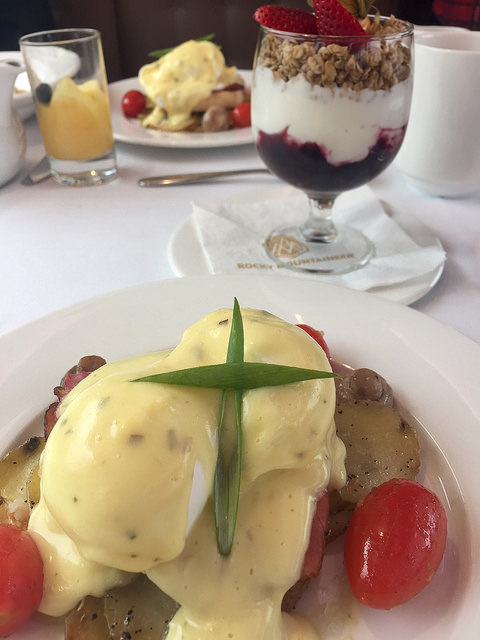 rocky mountaineer, goldleaf service, eggs benedict, yogurt parfait, pacific northwest cuisine, breakfast