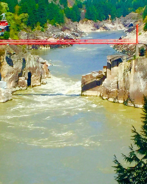 hell's gate, rocky mountaineer, fraser river
