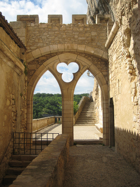 milled arch, window, romanesque church, citadel, rocamadour, france