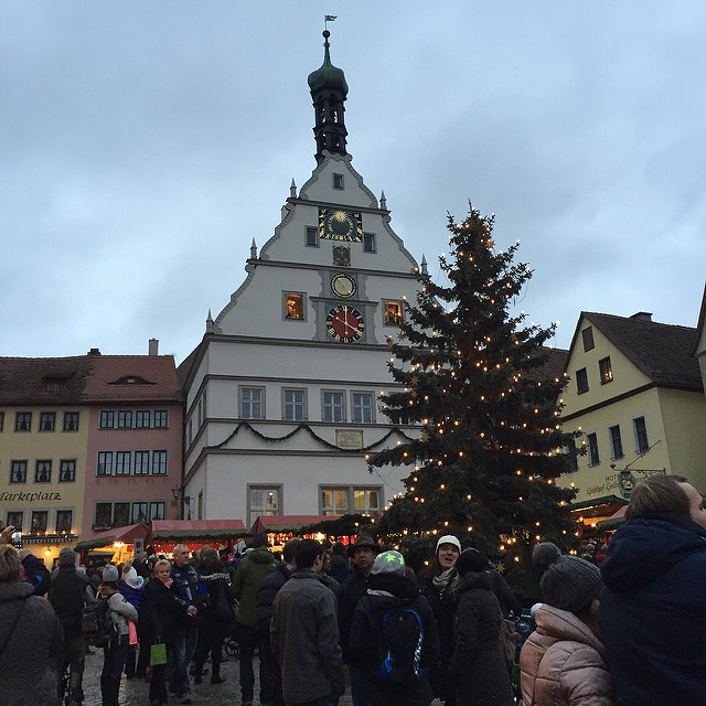 rothenburg ob der tauber christmas market, glockenspiel clock, germany