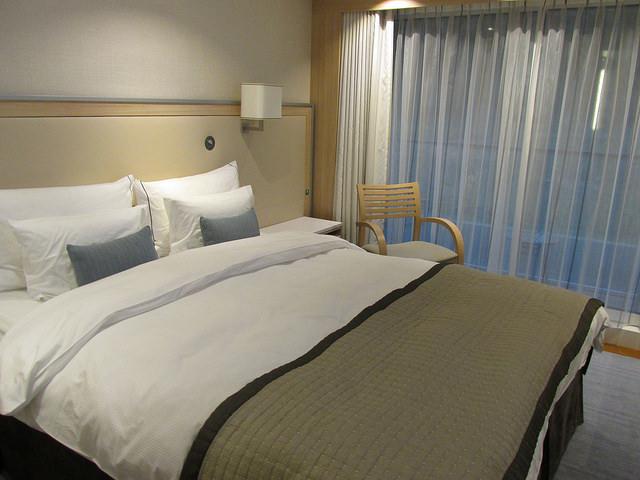 viking gefjon, viking river cruise, viking stateroom, hotel room