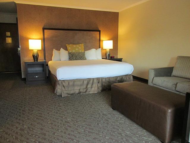 valley river inn, hotel review, eugene, oregon