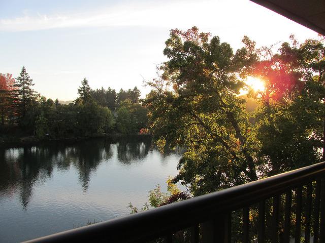 valley river inn, willamette river, eugene, oregon