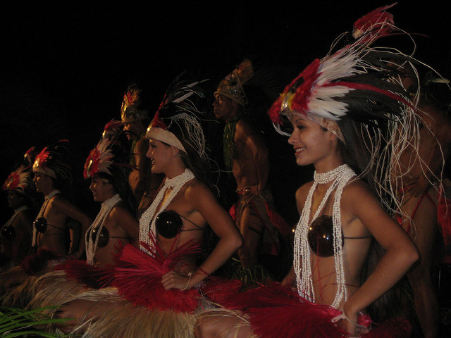 maui things to do, westin maui luau, hawaiian hula dancers, wailele polynesian luau