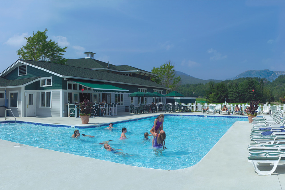 The outdoor pool at Stoweflake where my kids played for hours while I hit the spa